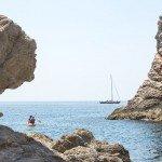 trigiro-unique-travel-greece_rock-boat