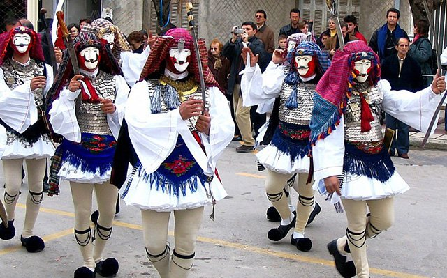 trigiro_naoussa_tours_Greece_boules_festival_tradition